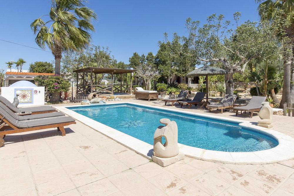 ein ferienhaus auf ibiza can cardonna puig den valls ibiza stadt. Black Bedroom Furniture Sets. Home Design Ideas
